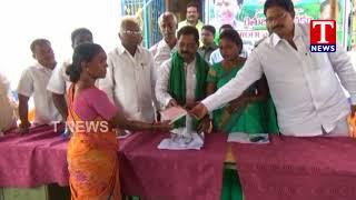 MLA Koram Kanakaiah Distributes Rythu Bandhu Cheques  live Telugu - netivaarthalu.com