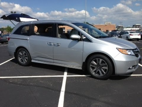 NEW 2014 Honda Odyssey Tips and Tricks Review with Vacuum Demo
