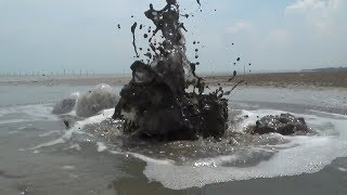 Semburan Lumpur Mirip Lapindo Muncul Di Pantai