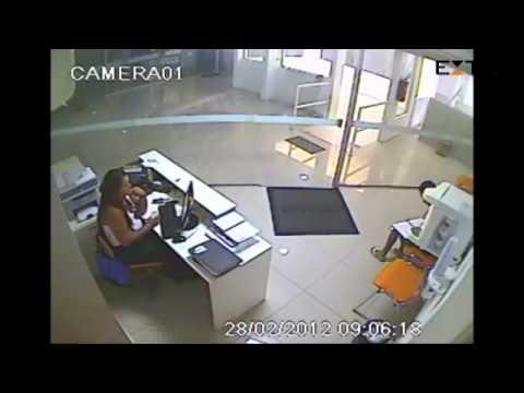 Veja vídeo que mostra contato entre aluno acusado de estupro e professora de inglês