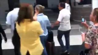 Senadora Gleisi Hoffmann (PT) é hostilizada em chegada ao aeroporto em Curitiba