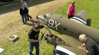C  - 47  modèle réduit mais  ENORMISSIME !!