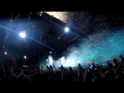 Avicii - Wake Me Up live @Weekend Festival 2015