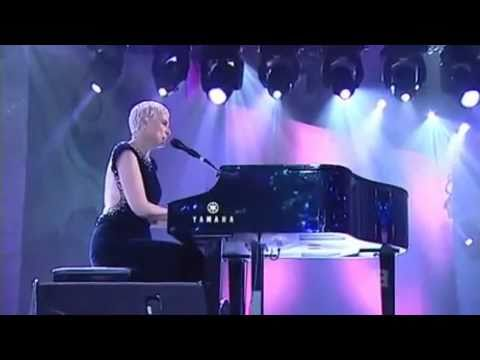 Annie Lennox - There Must Be An Angel (Live at Logies 2009)