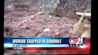 News anchors up over lady in sink hole