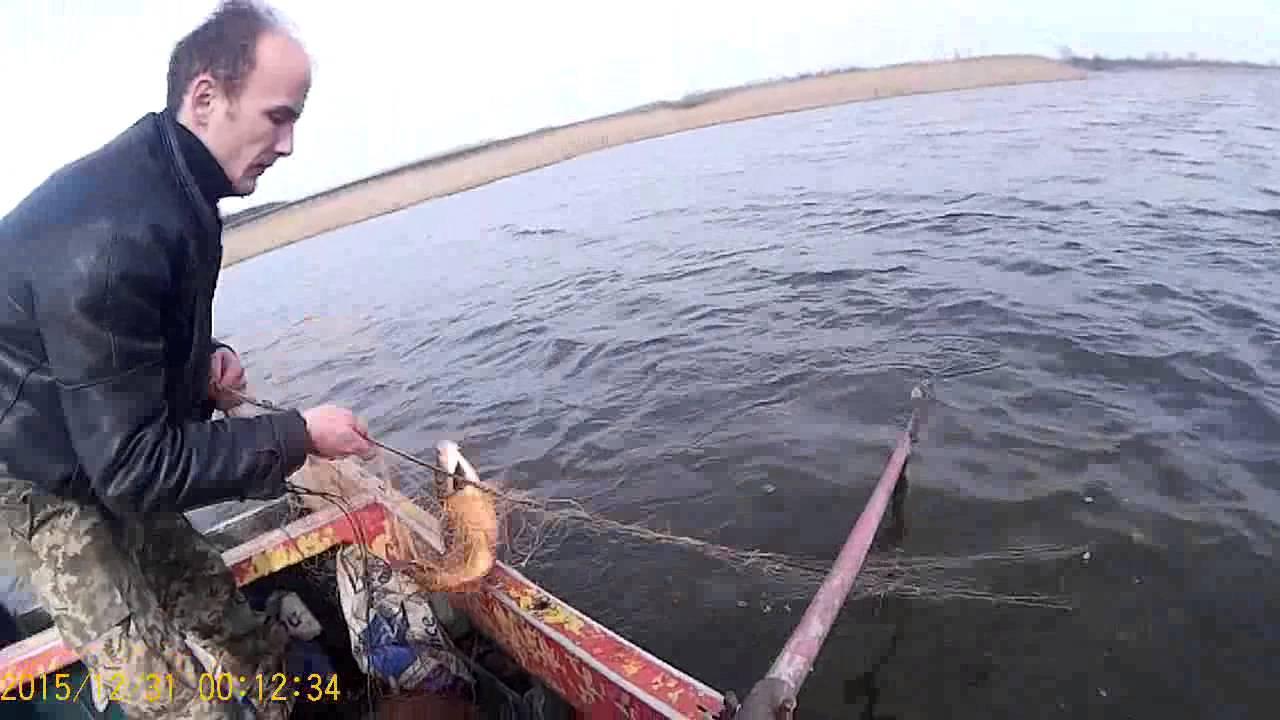 как ставить сети с лодки одному фото