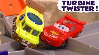 Cars McQueen and Spongebob race on the Hot Wheels Turbine Twister with funny Funlings TT4U