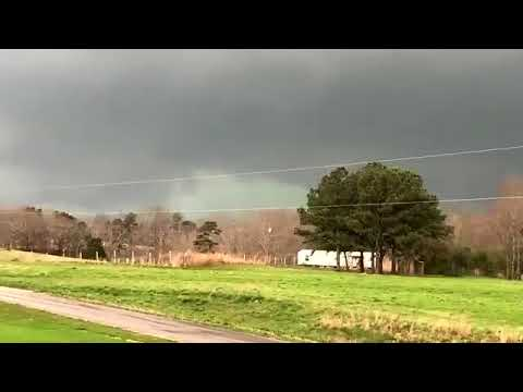 Video of the tornado in Russellville, Alabama on 3-19-18