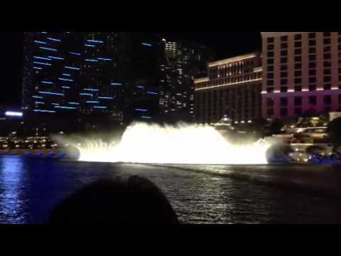 Bellagio water show this kiss