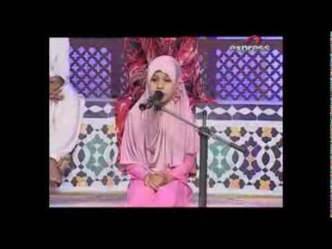 Young Girl Naat - Emotional - Meri Ulfat Madinay Say video
