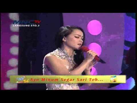 "Julia Perez "" Lonely "" Gerbang Show 2015 (27/4)"