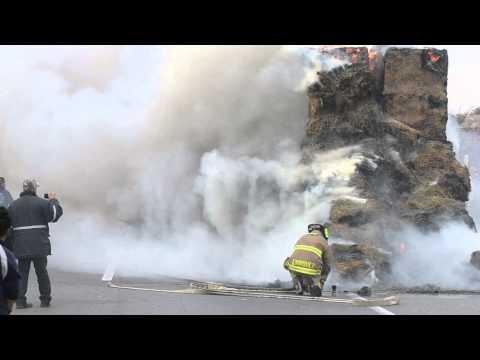 Fuego consume tractocamión en la carretera a Delicias