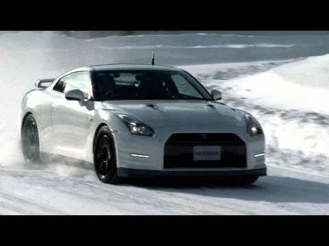 NIssan GT-R 2013 Hits the Powder