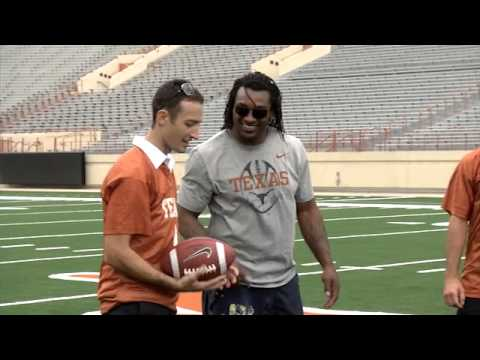 Aussie V8 Supercar drivers learn American football [May 15, 2013]
