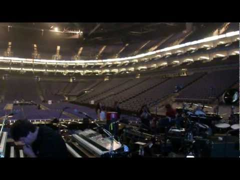 Richie Sambora rehearsing a new guitar before gig in London 2010