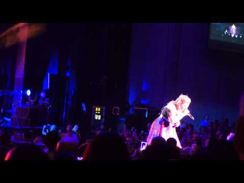 Kelly Clarkson Concert 04 Mr  Know It All 05 Let Your Tears Fall