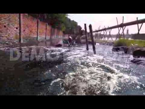 Arable place land Pollution in Dhaka for dyeing...