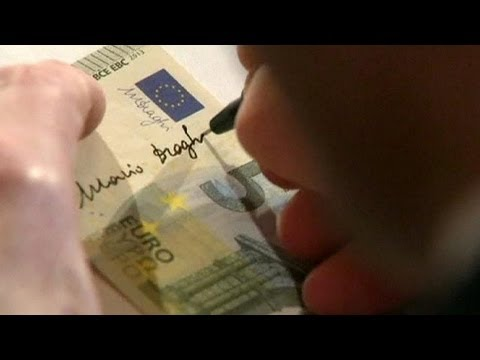 Mario Draghi signs autograph on banknotes - no comment