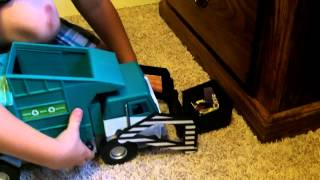 Toy Garbage Truck in action (Front Loader)