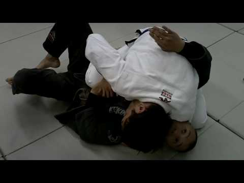BJJ Breakdown: How to Do a Flow Drill with the Top Cross Side Triangle Choke Image 1