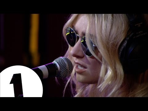 The Pretty Reckless - Champagne Supernova in the Live Lounge