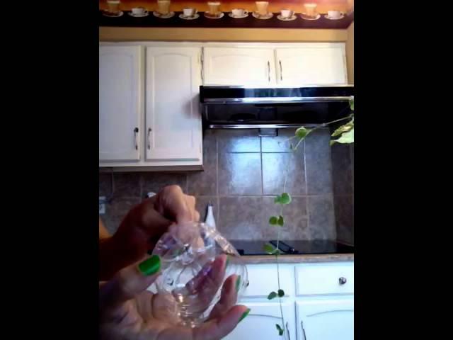 Mini maceteros colgantes con botellas plasticas