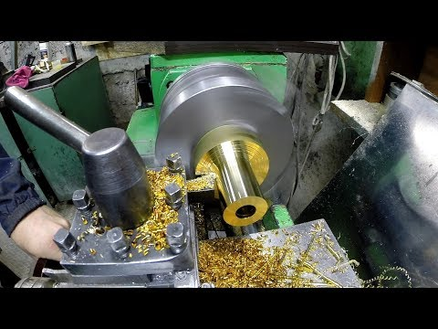 Гайка трапеция из желтых пород металлов