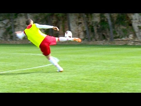 Dimitar Berbatov greats volley shots... Just easy ! - AS Monaco
