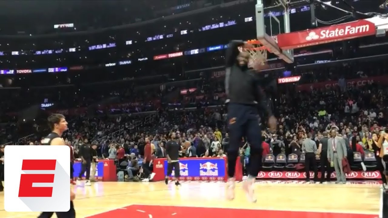 LeBron James teases what his dunk contest might look like during pregame warmups | ESPN