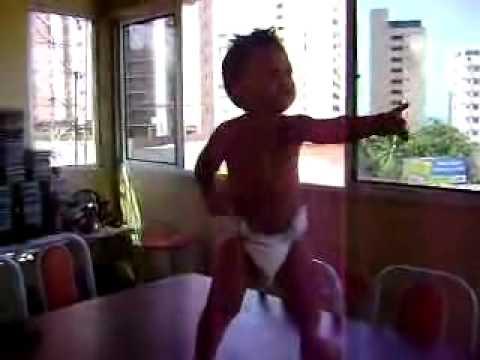 バツグンのリズム感!!踊る赤ちゃん