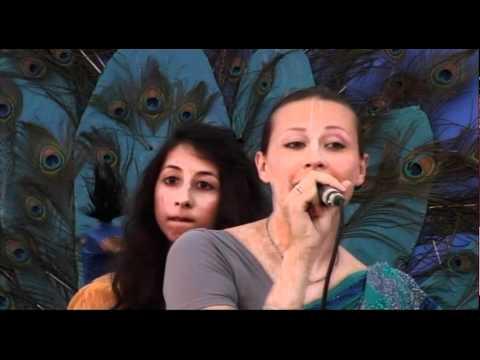 Hare Krishna Kirtan - Janmashtami 2011 - Amala Puran, Ananda, Jahnavi, Tulasi video