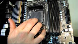 Gigabyte 990FXA-UD7 Crossfire Gaming Motherboard Unboxing & First Look Linus Tech Tips