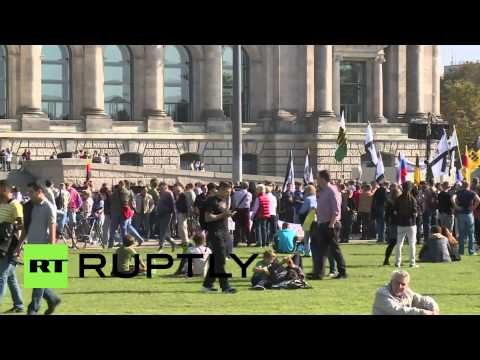 Germany: Anti-maidan protesters rally outside Reichstag on Unity Day