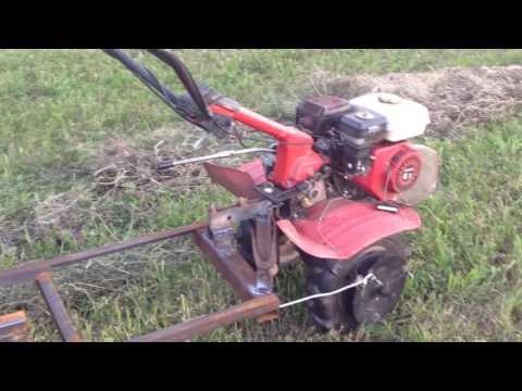 Тюкуем сено мотоблоком. самодельный пресс для сена от мотоблока (сенозаготовка часть 3)