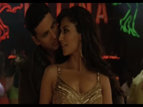 Akshay's Shows His Hot Salsa Moves - Desi Boyz