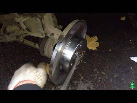 Видео как снять передние тормозные диски