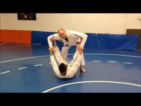 BJJ Techniques: Spider Guard Pendulum Pass Image 1
