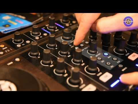 Native Instruments Traktor S4 - live demo at the UK BPM Show 2010