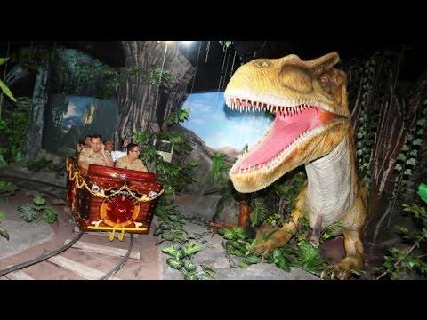 Wow Ada Dinosaurus Di Taman Pintar Youtube