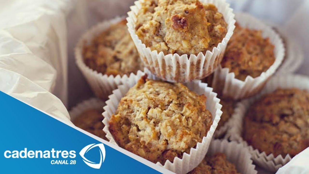 Receta para preparar muffins de avena y plátano. Cocinando