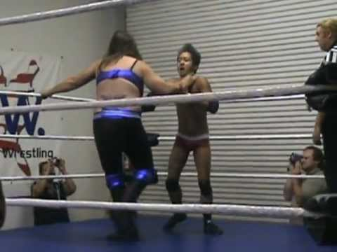 (2012-10-28) Asia Vue vs Andrea the Giant @ NAW (man vs woman).
