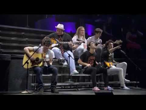 Jonas Brothers - Lovebug (3D Concert Experience) Music Videos