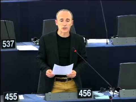 EH Bildu denuncia frente al Comisario Dimitris Avramopoulos la tortura y el caso de los 28 jóvenes