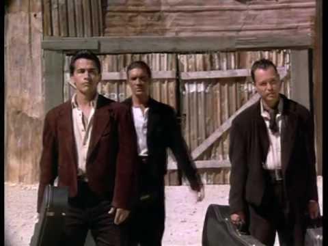Los Lobos - Cancion Del Mariachi Feat Abanderas