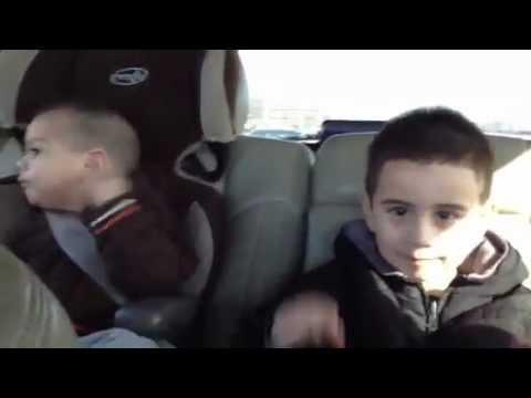 LMFAO - Niños bailando Sexy and I Know It (Muy Gracioso)
