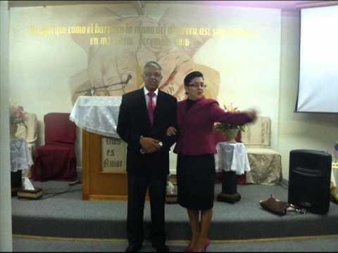 Pastor David Fuentes y esposa Hra.Rosita Iep Winston salem Usa..wmv