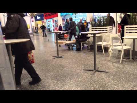 Кавказец подрался в IKEA. Декабрь 2013.