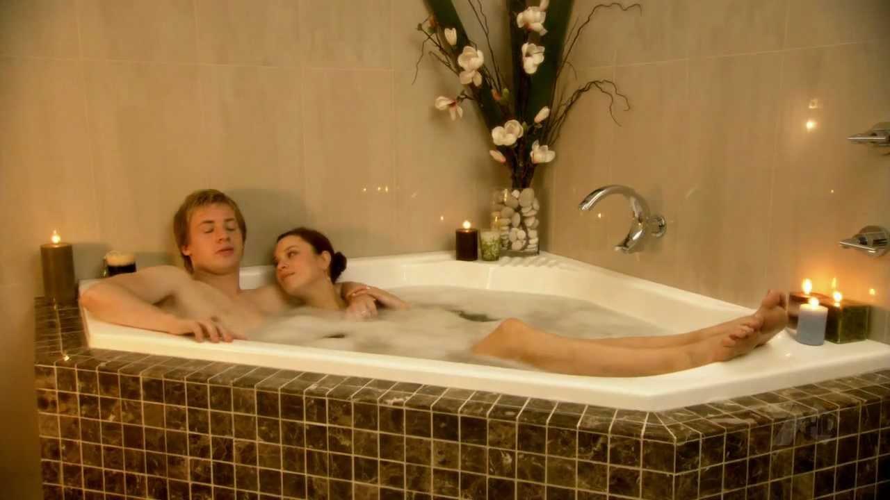Jessica Mcnamee Hot Jessica Mcnamee Taking a Bath