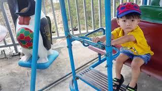Baby playing swing  Bé chơi Bập bênh, Trò chơi bé làm tài xế xe bus chở hành khách