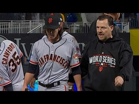 WS2014 Gm2: Lincecum fans two, exits with an injury